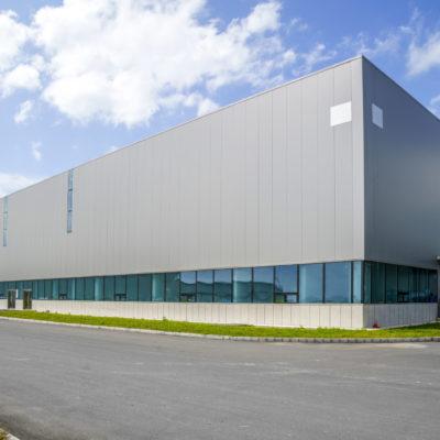 Industriehalle mit Büros und Logistikzentrum